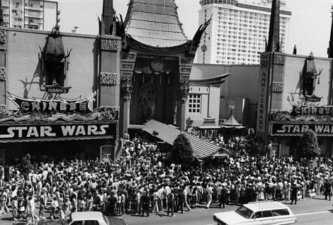 fila do cinema para StarWars 1977